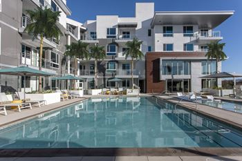 apartments for rent near paul mitchell the school costa mesa